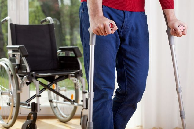 personal injury lawyer fla claim man walking with crutches